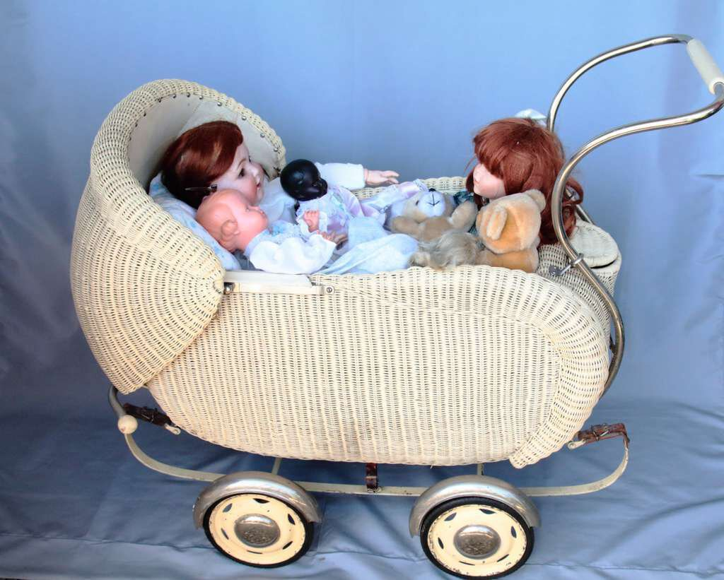 Alter Puppenwagen